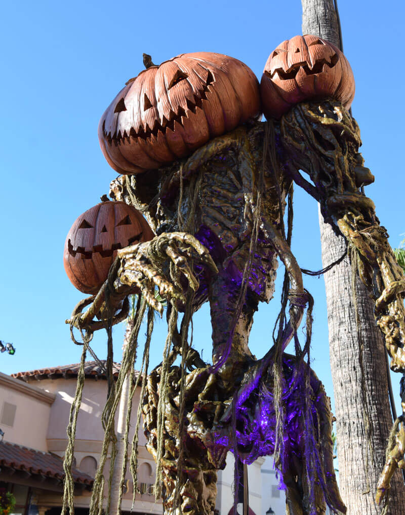 Halloween Horror Nights Hollywood 2018 Decorations