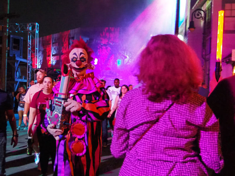 Halloween Horror Nights Orlando - Killer Clowns Scare Zone