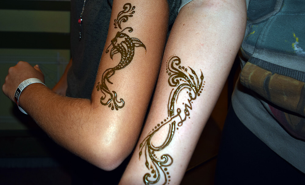 The Ultimate Guide to Downtown Disney at Disneyland - Henna Tattoos