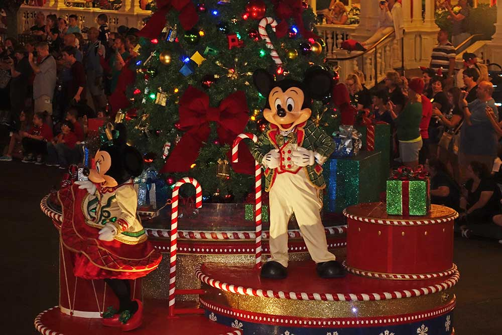 Mickey's Very Merry Christmas Party 2019 - Parade