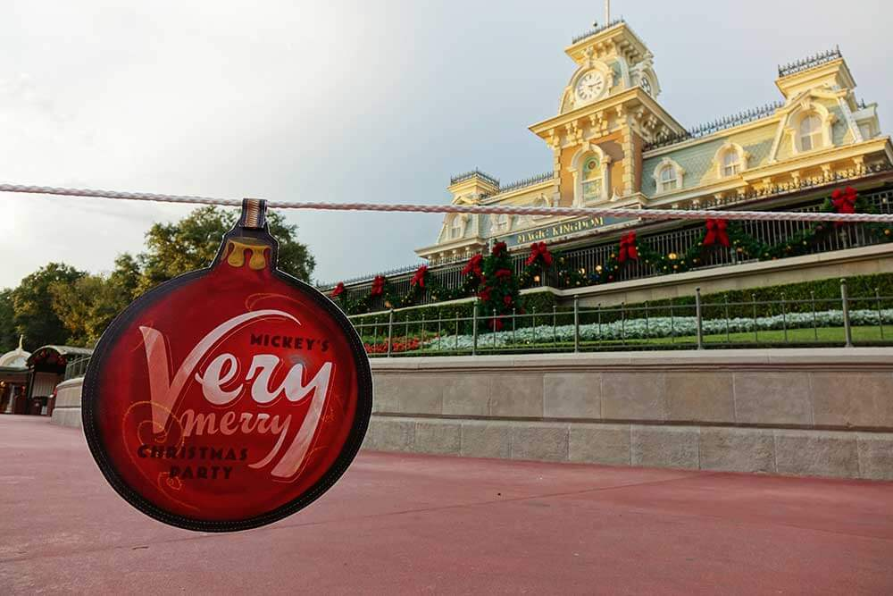 Mickey's Very Merry Christmas Party 2019 - Train Station