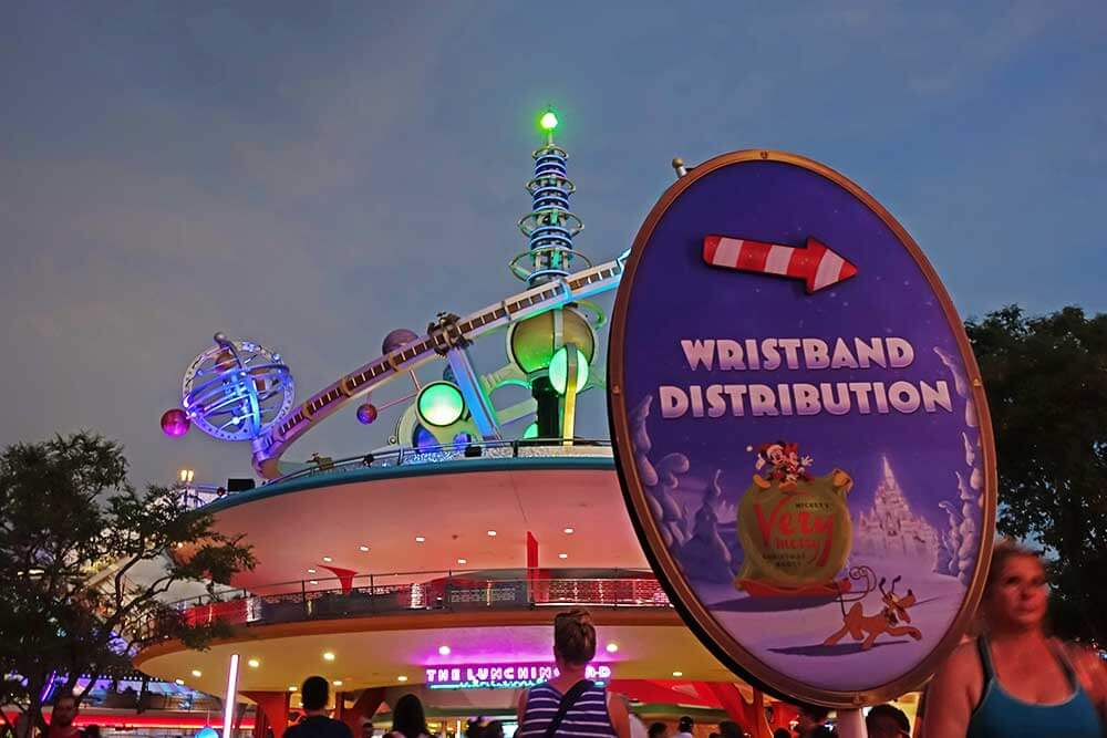 Mickey's Very Merry Christmas Party 2019 - Wristband Distribution