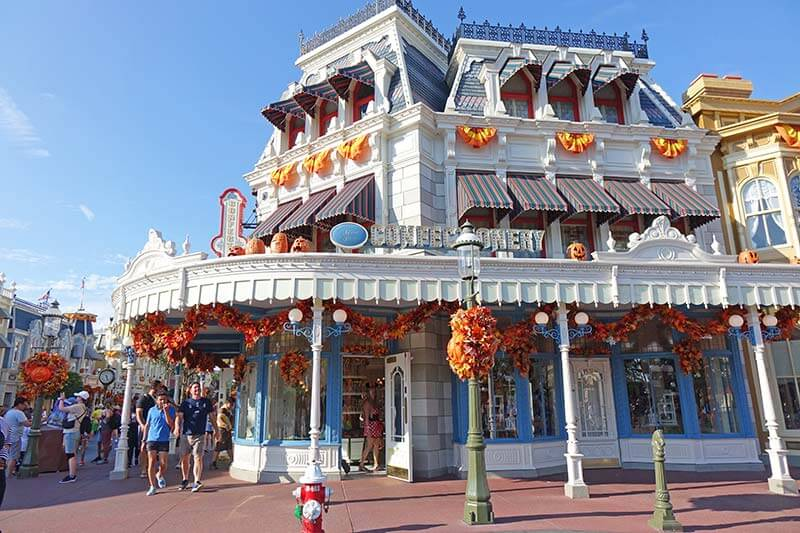 Thanksgiving at Disney World - Main Street Confectionery Fall Decorations