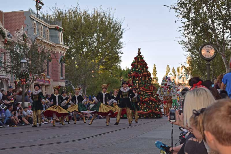 Holidays at Disneyland 2018 - A Christmas Fantasy Parade