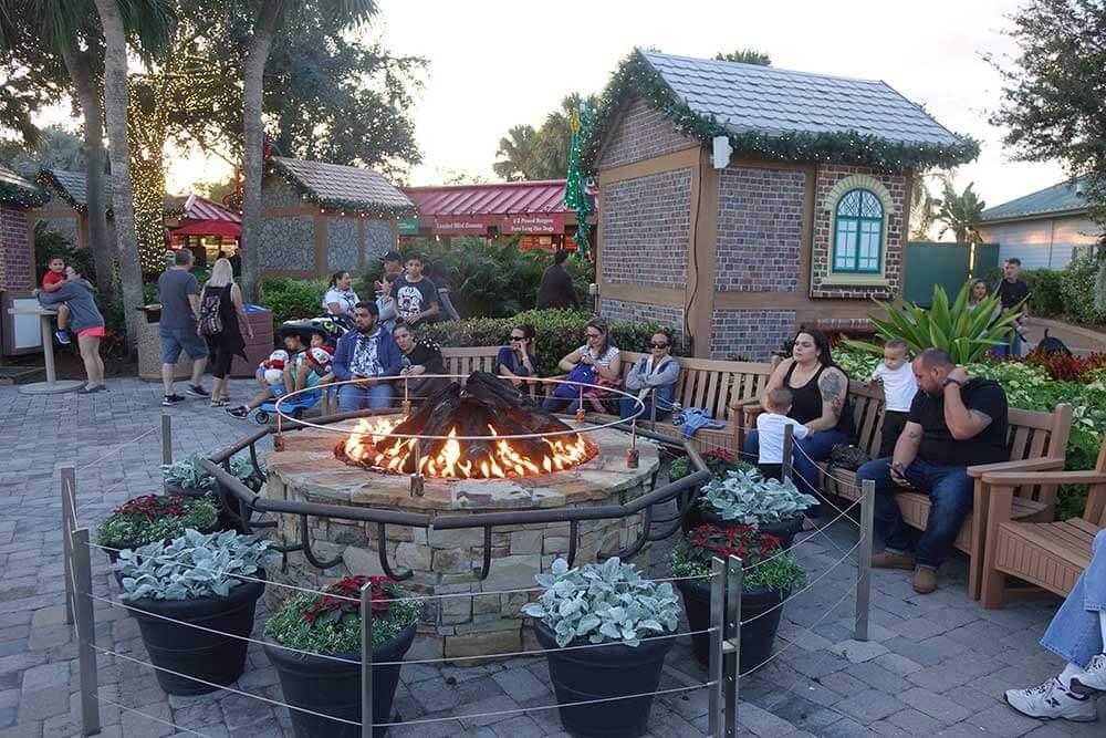 SeaWorld's Christmas Celebration - Bonfire