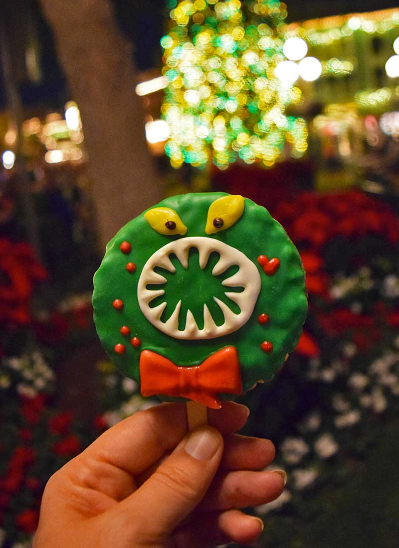 Our Guide to the Yummiest Holiday Treats and Foods at Disneyland - Wreath
