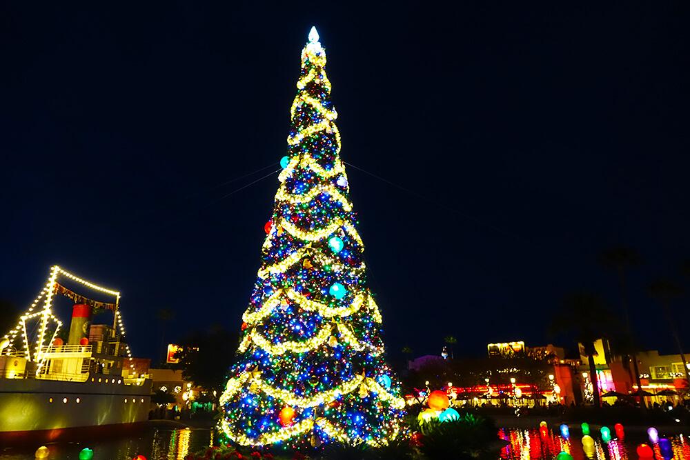 Hollywood Studios Flurry of Fun - Echo Lake Tree