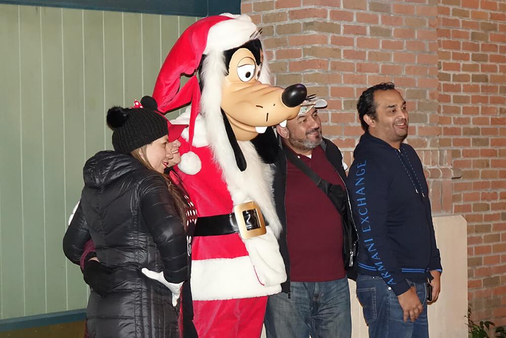 Hollywood Studios Flurry of Fun - Santa Goofy