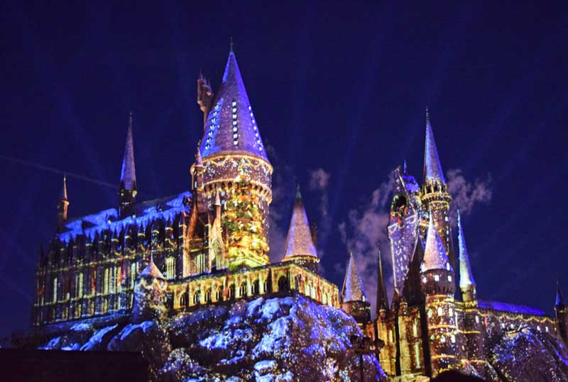 Christmas in the Wizarding World - the Magic of Christmas at Hogwarts - Holidays at Universal Studios Hollywood