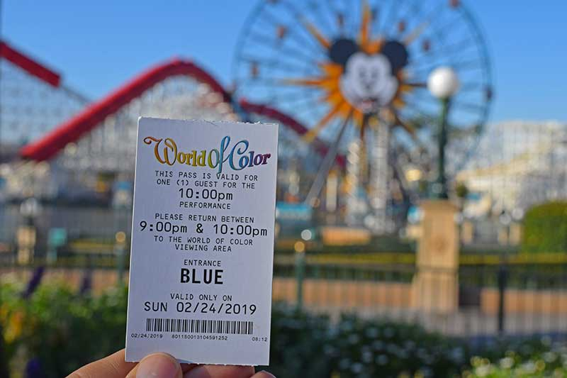 Disneyland's World of Color - Collect a FASTPASS