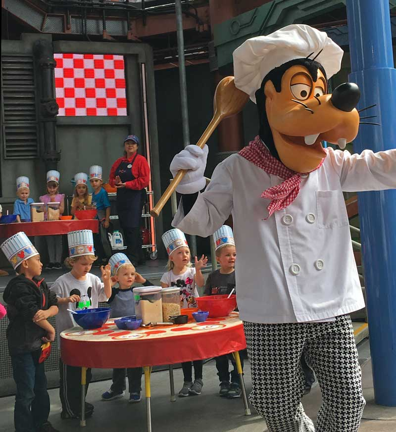 Disney California Adventure Food and Wine Festival 2019 - Chef Goofy