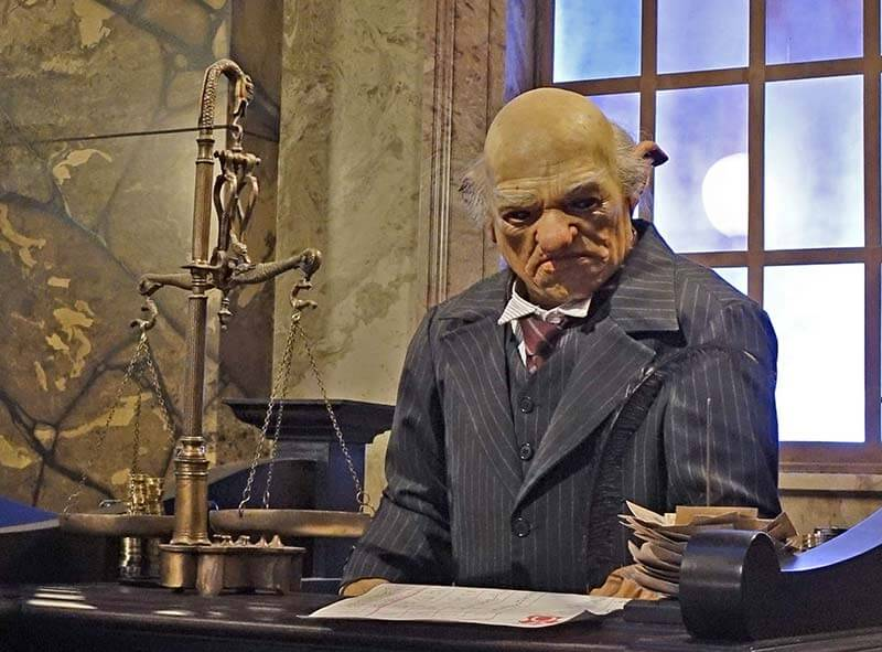 Early Park Admission - Gringotts Goblin