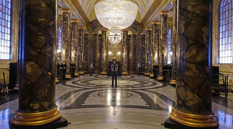 Early Park Admission - Gringotts Lobby