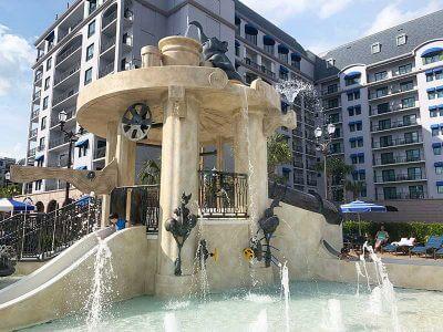 Najlepsze baseny Disney World - Si'l Vous Plait Splash Pad'l Vous Plait Splash Pad