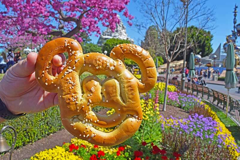 The Cheapest Food at Disneyland - Mickey Pretzel