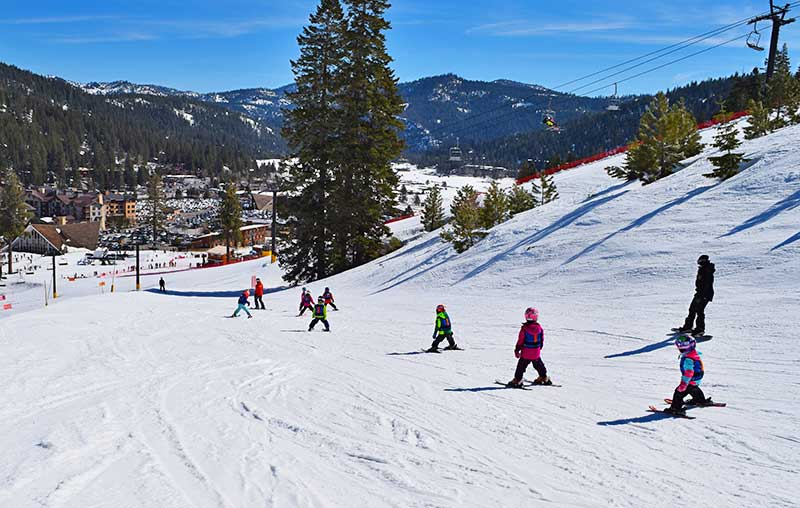 Where to Splurge and Where to Save on a First-Time Ski Trip-lessons
