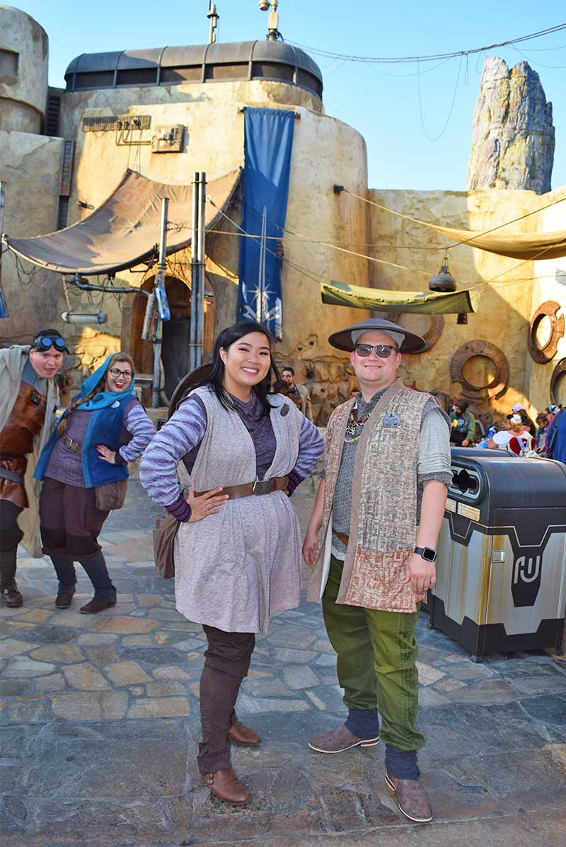 galactic guide to star wars: galaxy's edge disneyland-cast members