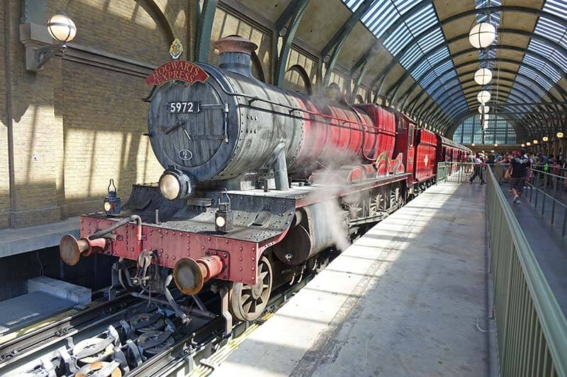 Best Queues at Universal Orlando - Hogwarts Express: King's Cross