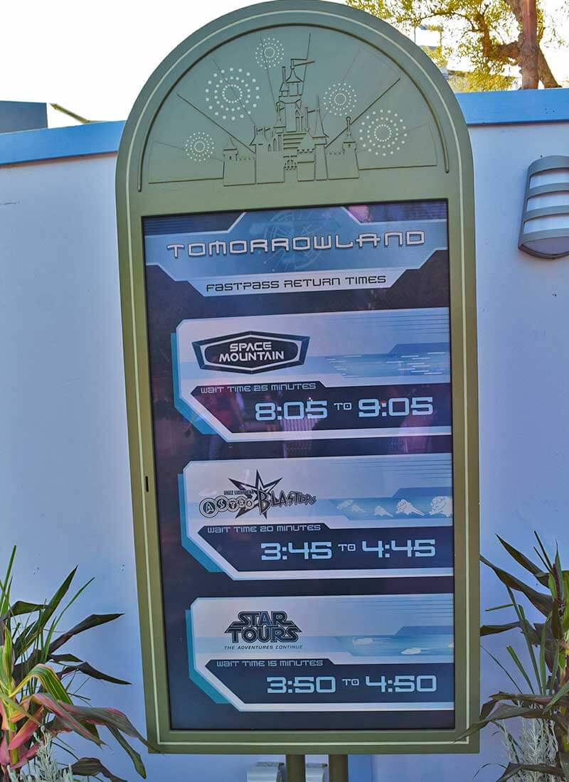 What's Coming to Disneyland and Universal in 2019 and Beyond - FASTPASS Changes