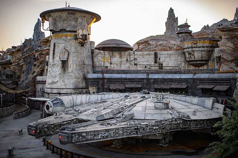Bright Suns! Star Wars: Galaxy's Edge at Disney World Opened to Much Fanfare