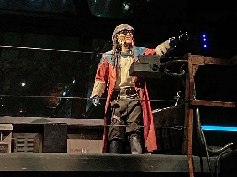 Star Wars: Galaxy's Edge - Hondo Ohnaka in Millennium Falcon Queue