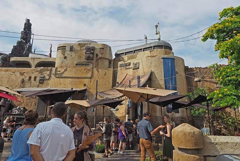Savi's Workshop Disney World - Courtyard