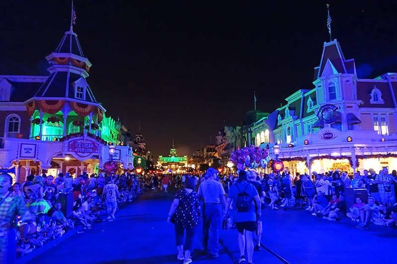 Mickey's Not So Scary Halloween Party - Main Street before Parade