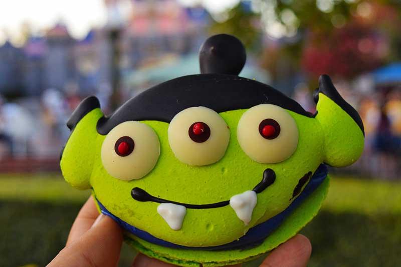 Foodie Guide to Disneyland Halloween Time Treats 2019-alien