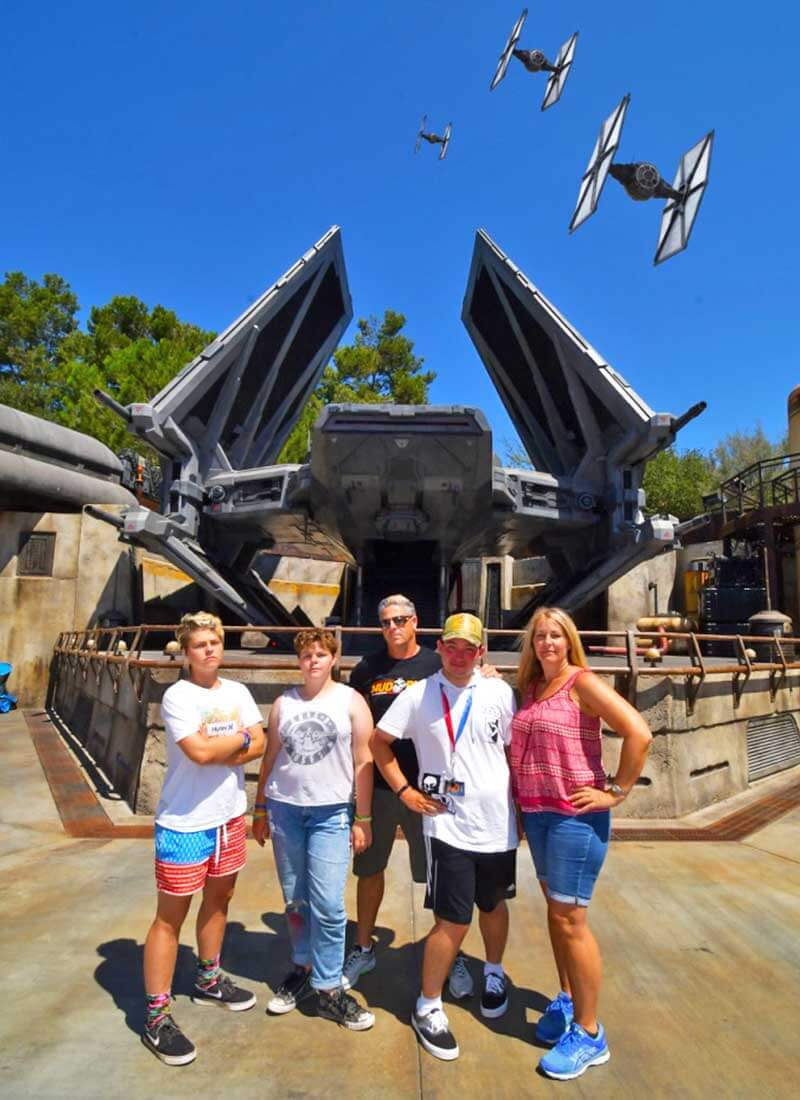 Tips for Going to Disneyland with Teens and Tweens - PhotoPass in Galaxy's Edge