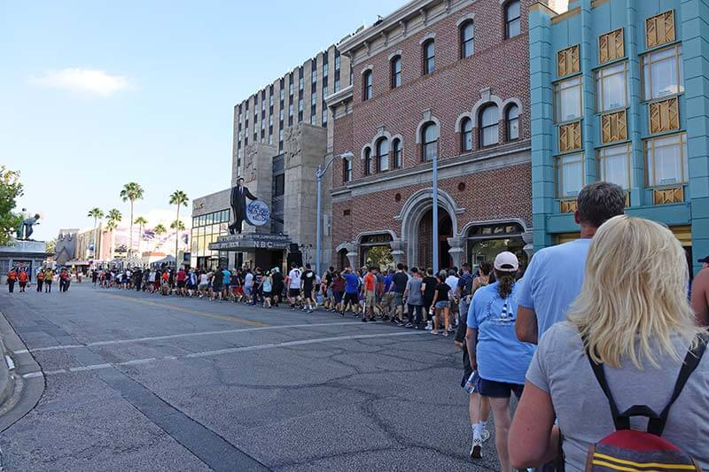 Halloween Horror Nights Early Entry - Moving to Ghostbusters Queue