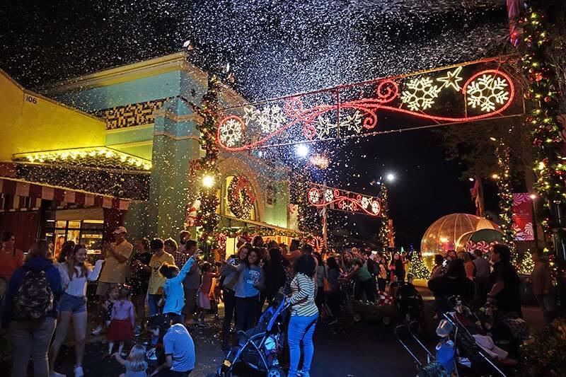 SeaWorld Christmas Celebration - Snow Flurries