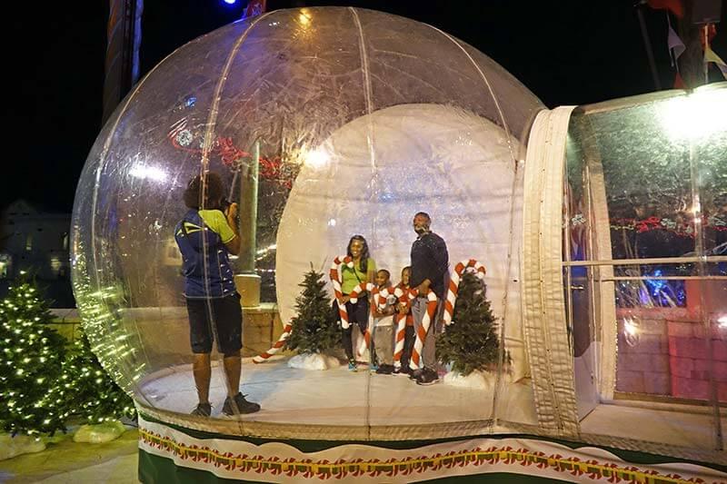 SeaWorld Christmas Celebration - Snow Globe Photo-Op
