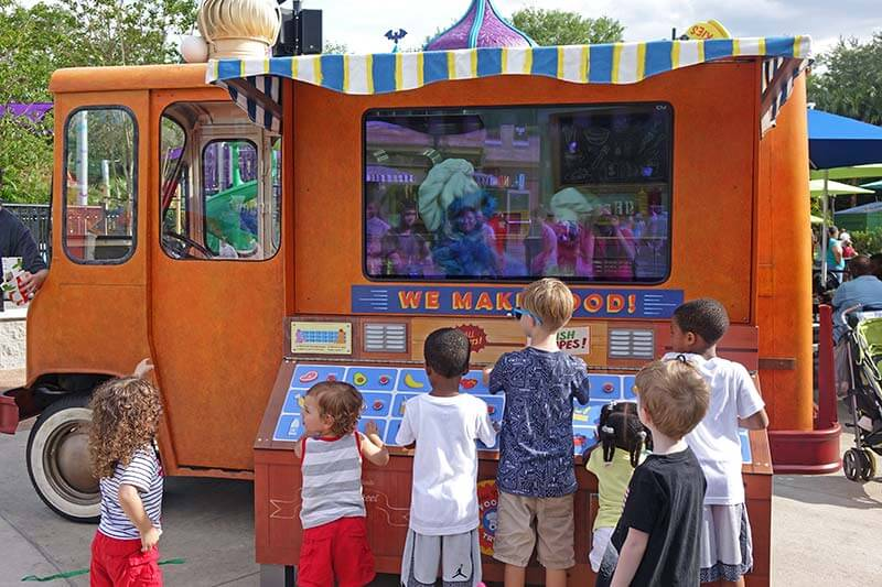 Interactive Experiences at Sesame Street - Foodie Truck Challenge