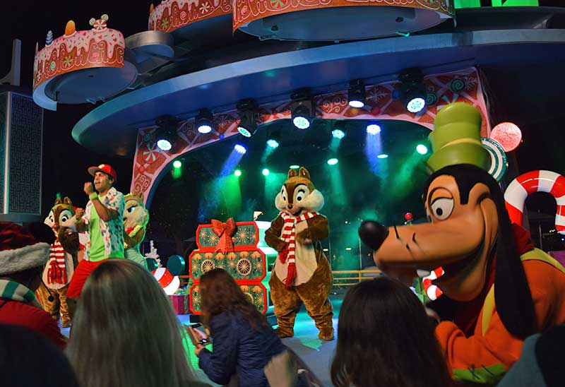 Guide to the ~Hoppiest~ Holidays at Disneyland 2019-dance party