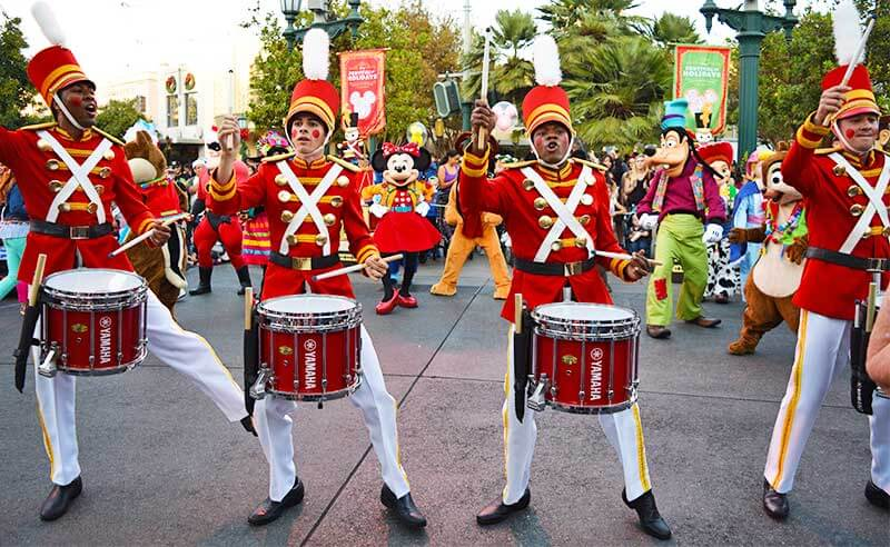 Guide to the Hoppiest Holidays at Disneyland 2019-drummers