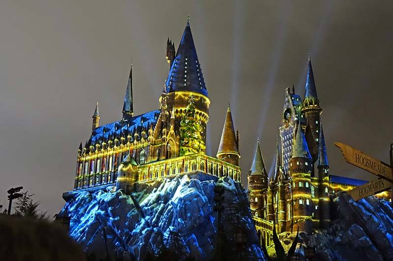 Universal Studios Christmas - Magic of Christmas at Hogwarts Castle show