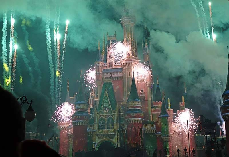 Mickey's Very Merry Christmas Party - Minnie's Wonderful Christmastime Fireworks
