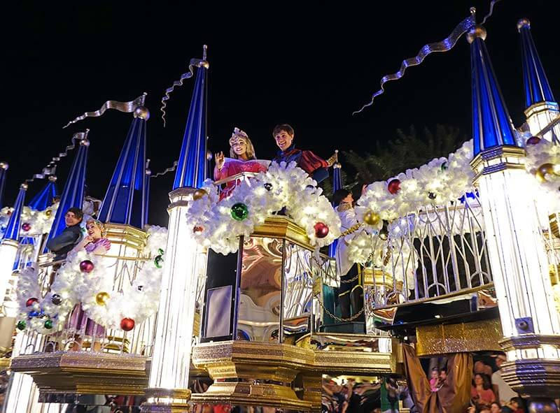 Mickey's Very Merry Christmas Party - Princess Float in Mickey's Once Upon a Christmastime Parade