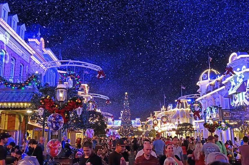 Mickey's Very Merry Christmas Party - Snowfall on Main Street