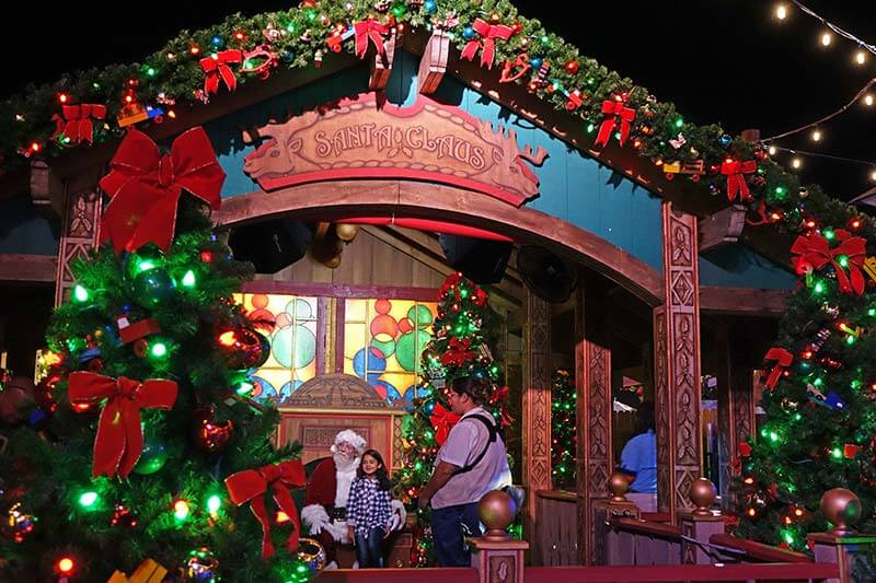 Disney Springs Christmas Entertainment - Santa's Chalet