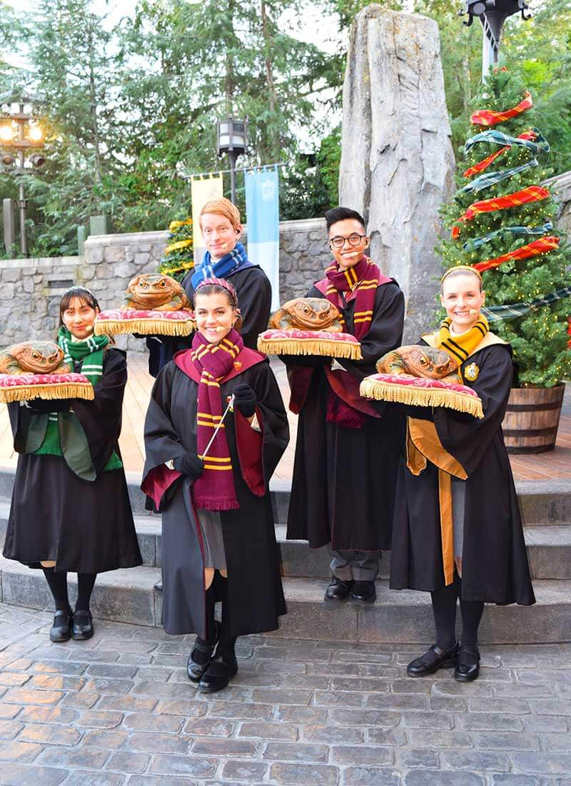Guide to Christmas at Universal Studios Hollywood 2019 - Frog Choir