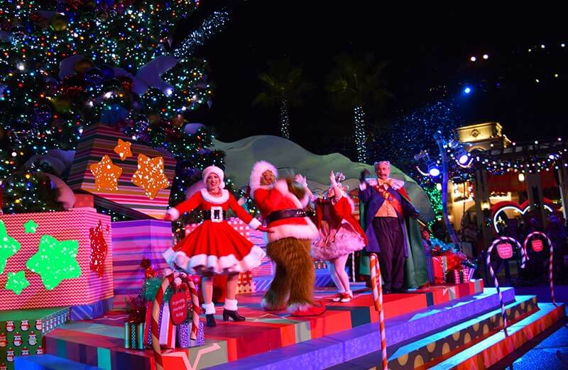 When Does   Hollywood Decorate For Christmas 2020 Guide to Universal Studios Christmas