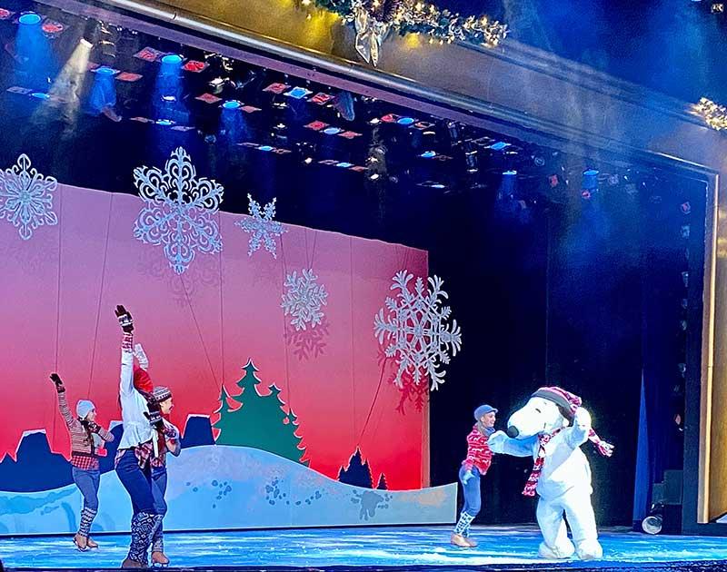 Knott's Merry Farm - Merry Christmas Snoopy Show