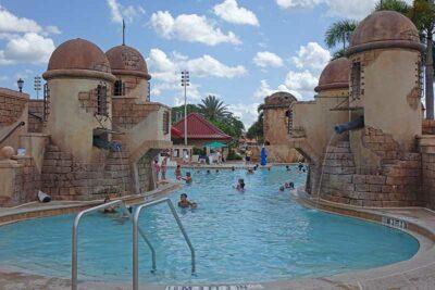 Najlepsze baseny Disney World - Caribbean Beach