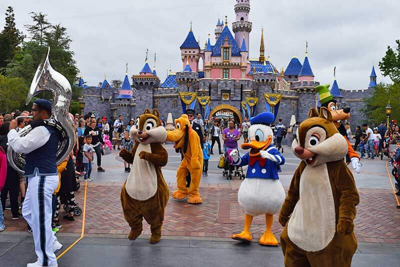 The Disney World Fan's Guide to Disneyland