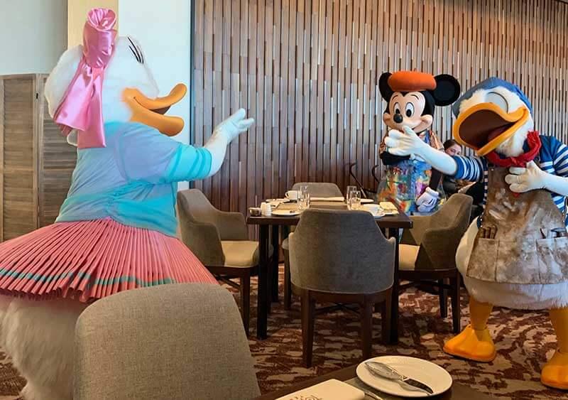The Dish on Character Dining at Walt Disney World Resort Hotels