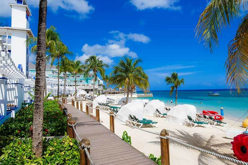 How to Choose the Best Beaches Resort for Your Family