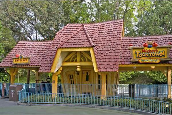 Disneyland® Railroad - Mickey's Toontown