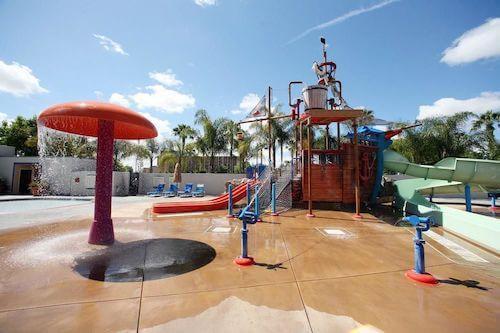 howard johnson anaheim hotel water playground los. Black Bedroom Furniture Sets. Home Design Ideas