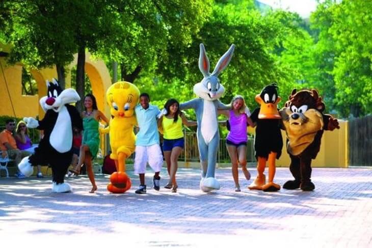 Looney Tunes Meet & Greets at Main Gate Plaza